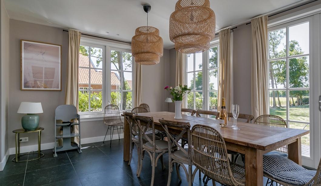 Het Duinhuis Oostkapelle dining table