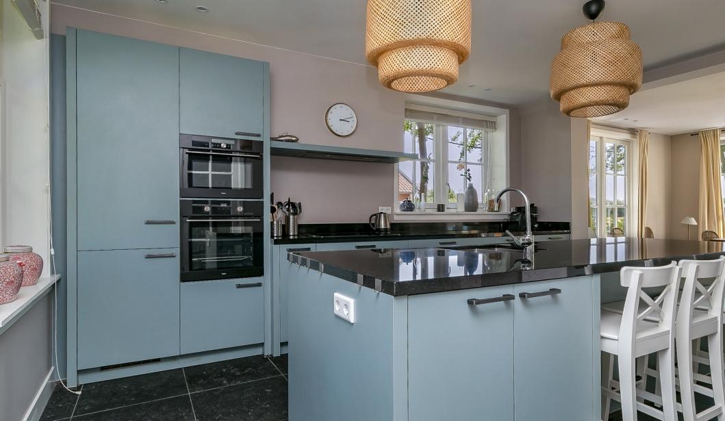 Het Duinhuis Oostkapelle kitchen 2