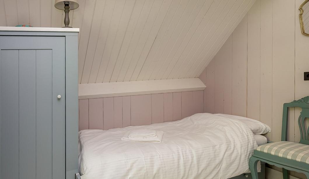 Het Boshuis Oostkapelle bedroom 2